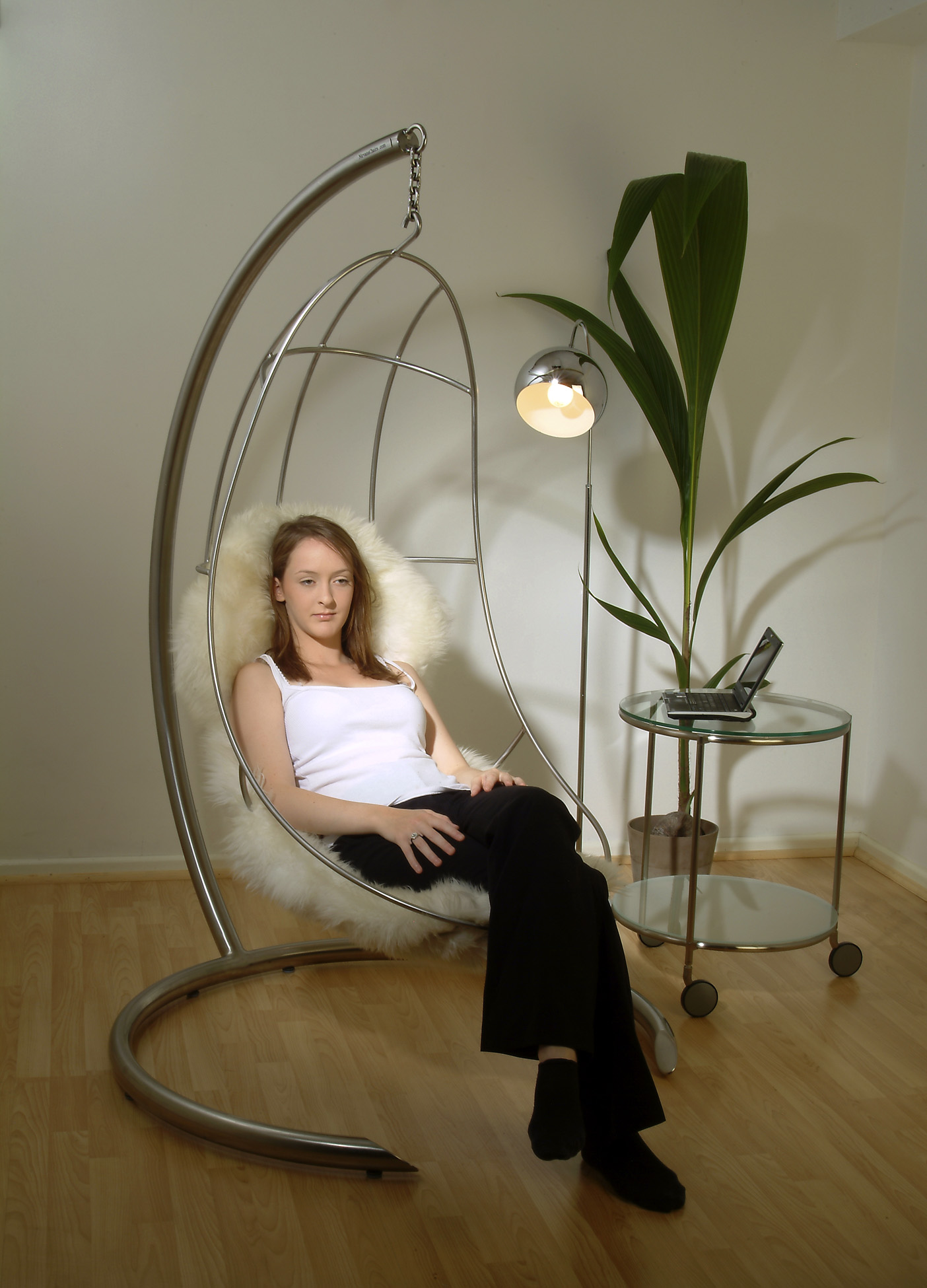 Della in Hug Hanging Chair